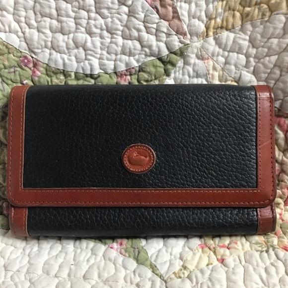 Dooney & Bourke Handbags - VTG Dooney & Bourke AWL Navy Wallet